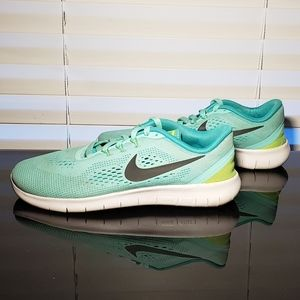 Nike Free Max GS Running (Fits Womens)